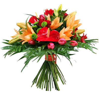 Ramo de flores naranja rojo